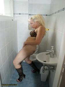 Toilette Humiliation  67